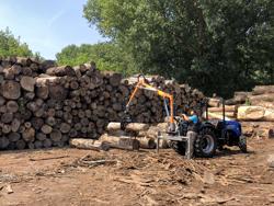 gru forestale idraulica con pinza per legna montata su trattore mod crab 3000