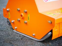 trinciatrice per trattore reversibile o per uso frontale nel filare spostamento idraulico mod rino 160 rev