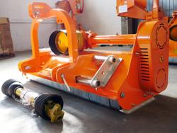 trinciatrice spostabile per trattore 165cm di taglio con mazze per erba e sarmenti mod lince sp165