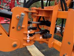 retroescavatore universale portato con benna per trattore agricolo mod drs 2000