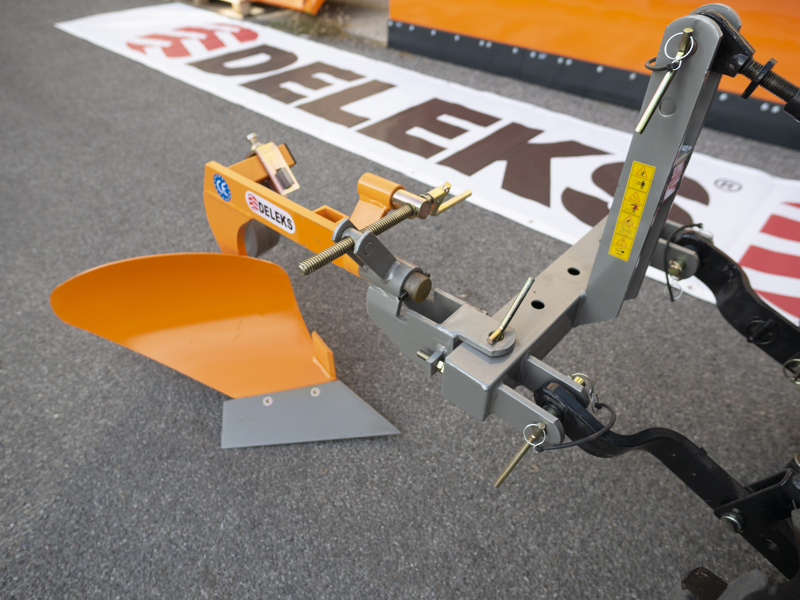 aratro-singolo-con-ruotino-per-trattore-tipo-goldoni-o-carraro-mod-dp-20