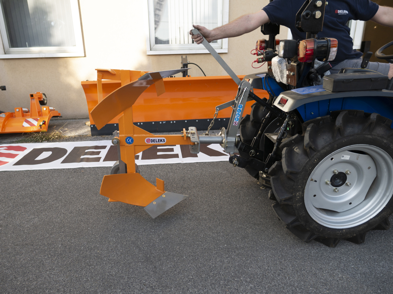 aratro-voltaorecchio-reversibile-per-trattore-prezzo