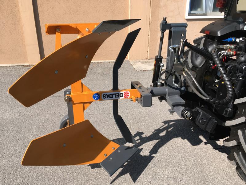 aratro-voltaorecchio-con-ribaltamento-idraulico-per-trattore-mod-drhp-35