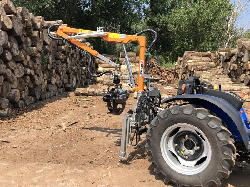 gru-forestale-idraulica-con-pinza-per-legna-montata-su-trattore-mod-crab-3000