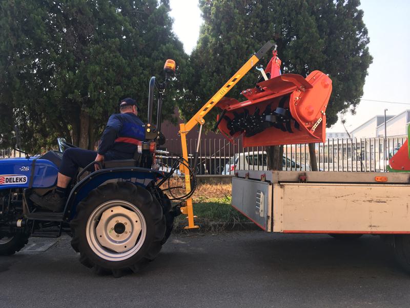 braccio-idraulico-per-trattore-per-sollevamento-mod-el-200