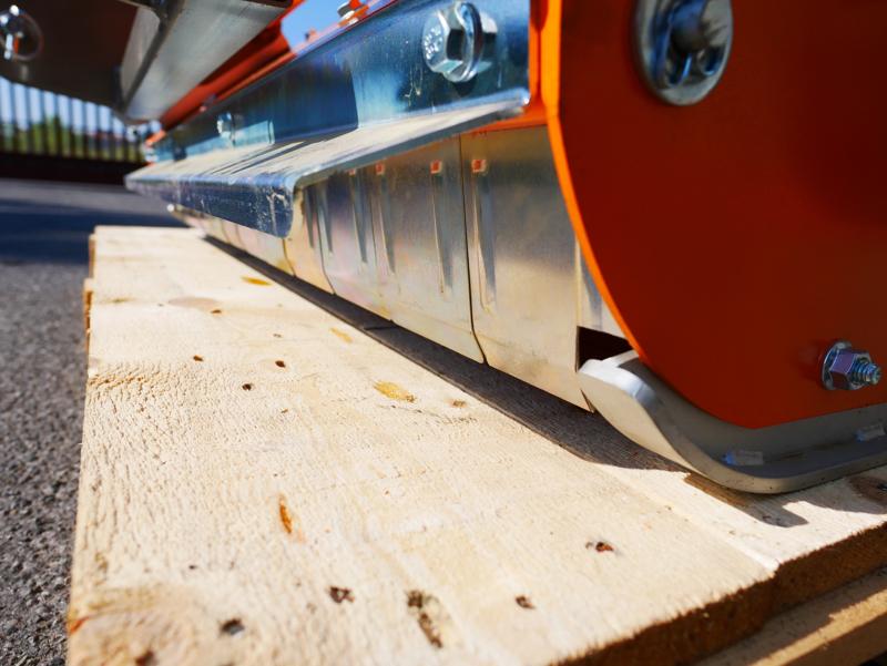 trincia-per-trattore-tipo-kubota-carraro-spostabile-e-taglio-da-100cm-a-mazze-o-coltelli-mod-lince-sp100