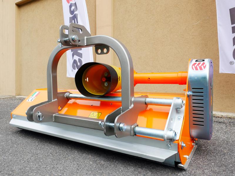 trincia-a-mazze-per-trattore-tipo-carraro-120cm-di-taglio-spostabile-serie-leggera-lince-sp120