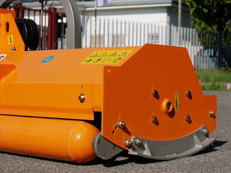 trinciasarmenti-da-160cm-di-taglio-spostabile-a-mazze-per-trattori-tipo-same-solaris-mod-puma-160