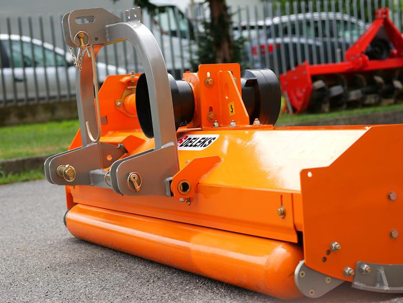 trinciasarmenti-per-trattore-reversibile-180cm-serie-media-spostabile-mod-puma-180-rev