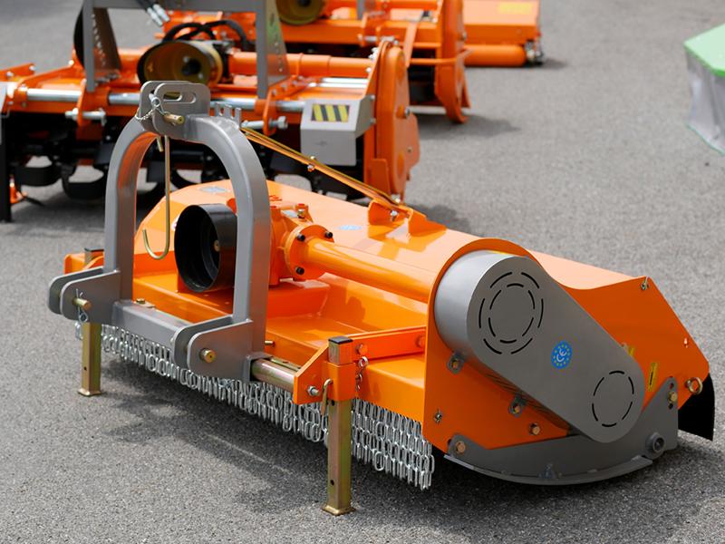 trinciaerba-e-sarmenti-spostabile-a-mazze-per-trattore-mod-tigre-200