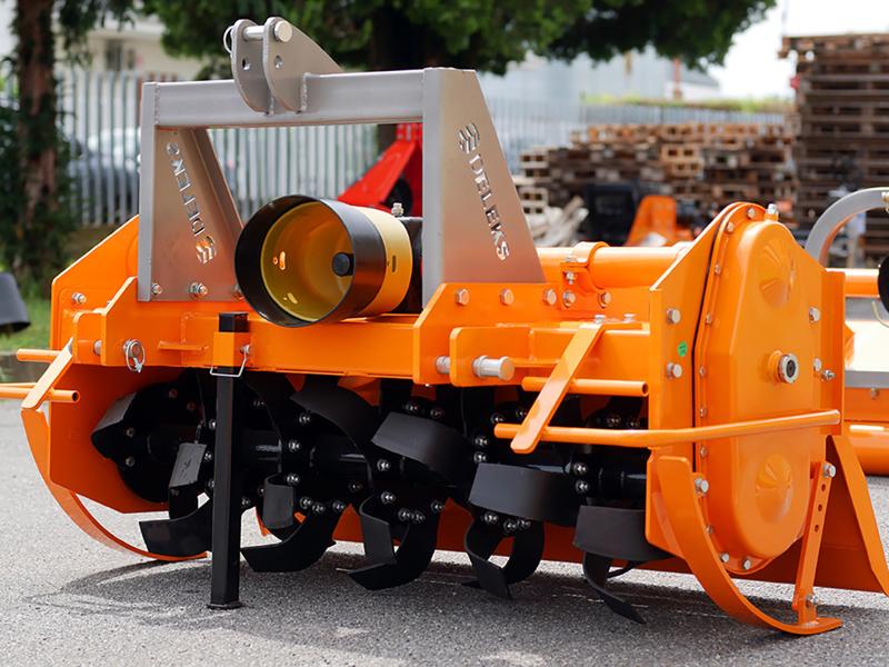 zappatrice-serie-pesante-per-trattori-gommati-o-cingolati-135cm-di-lavoro-utile-mod-dfh-135