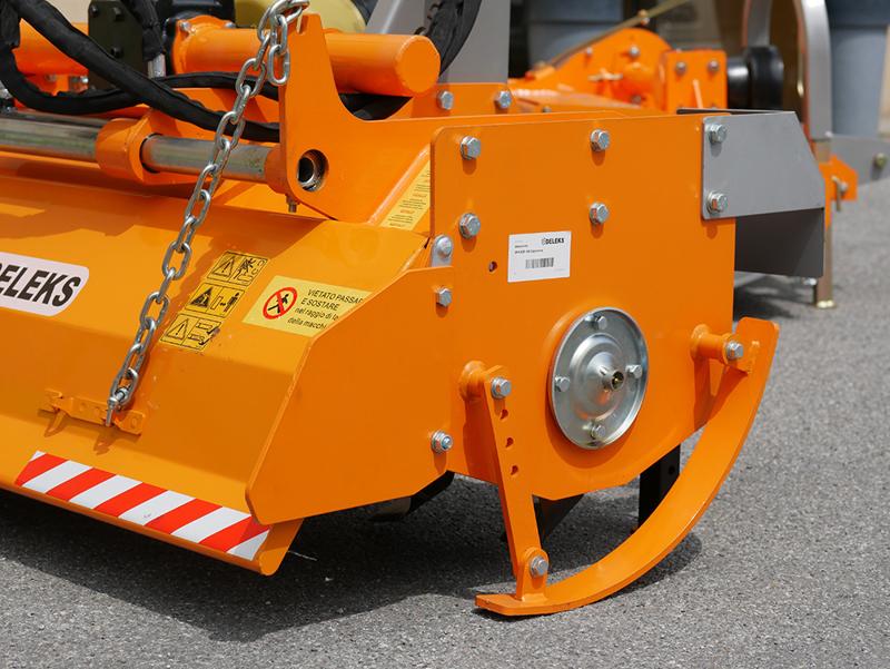 zappatrice-serie-pesante-per-trattore-agricolo-180cm-di-lavoro-utile-spostamento-idraulico-mod-dfh-idr-180