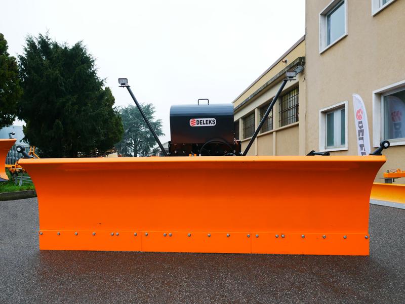 sgombraneve-frontale-attacco-a-piastra-per-trattore-o-camion-mod-ssh-04-3-0-a