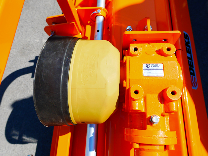trincia-erba-e-sarmenti-a-mazze-serie-media-da-140cm-di-taglio-per-trattore-da-frutteto-mod-leopard-140-sp