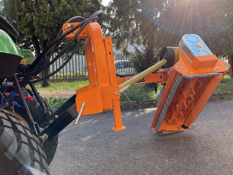 trincia-argini-a-mazze-leggera-polivalente-per-trattore-mod-volpe-120