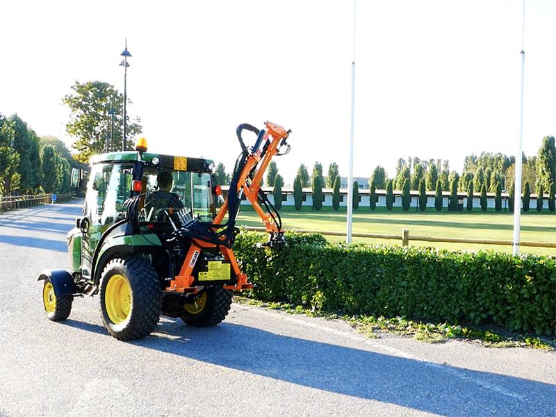 braccio-decespugliatore-idraulico-con-barra-falciante-potasiepi-per-trattore-mod-falco-160-h