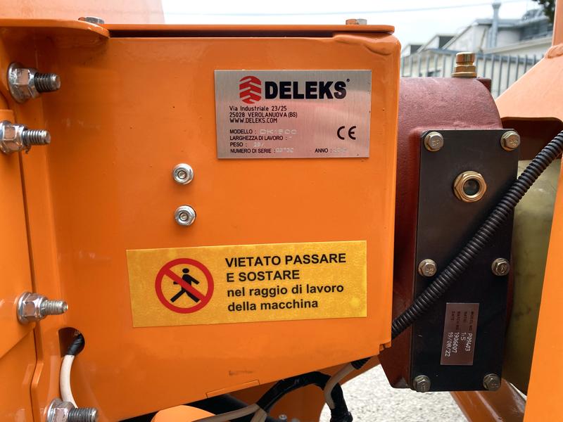 cippatrice-a-disco-idraulica-per-trattore-produce-cippato-per-caldaia-mod-dk-1500