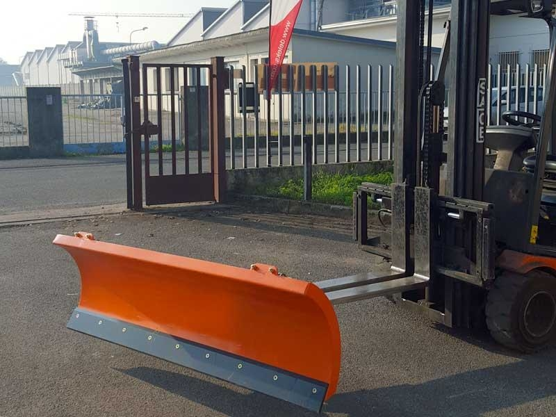 sgombraneve-serie-leggera-per-carrelli-elevatori-mod-lns-170-f